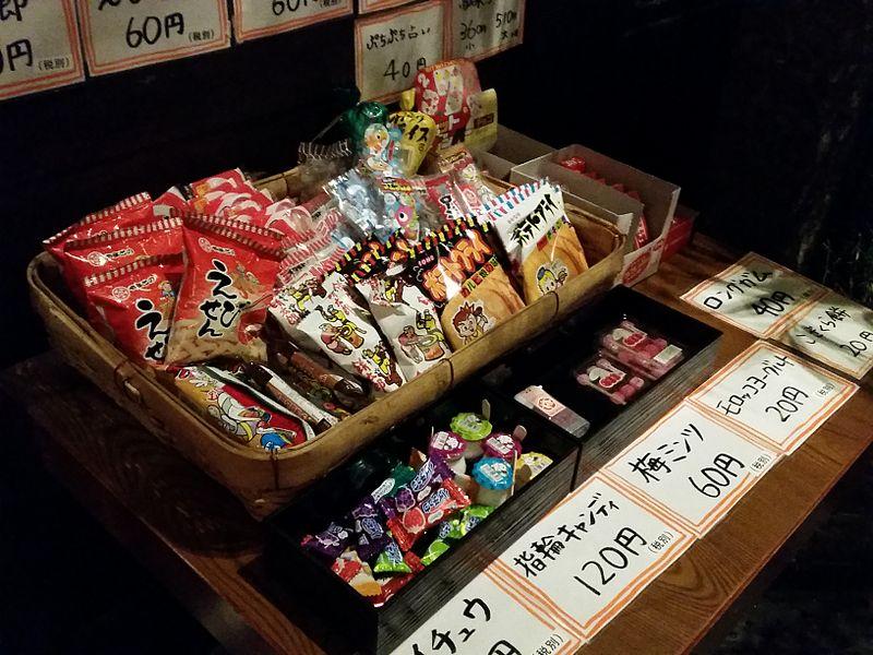 photo by  Nori Norisa‐駄菓子の売ってる居酒屋(2015)/CC BY 2.0