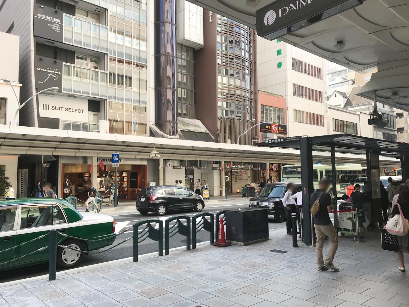 実際:大丸京都店正面入口の四条通り側
